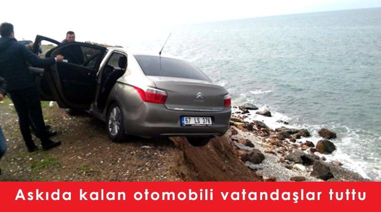 Zonguldak ta askıda kalan otomobili vatandaşlar tuttu