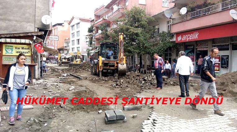 """""""HÜKÜMET CADDESİ ŞANTİYEYE DÖNDÜ"""