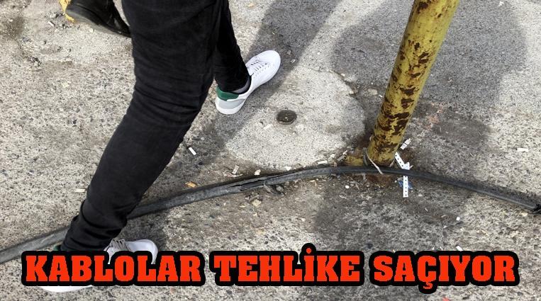 KABLOLAR TEHLİKE SAÇIYOR